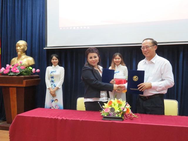 Lễ ký kết thỏa thuận hợp tác giữa Trường Đại học Văn hóa TP. Hồ Chí Minh với Viện Công nghệ Nhân sư (Sphinx Tech Institutions) và Cty cổ phần Truyền thông Người nổi tiếng.