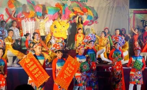 """""""Mùa xuân và chiến sĩ"""": chương trình giao lưu nghệ thuật đầu năm của sinh viên Khoa Quản lý văn hóa, nghệ thuật và Công an tỉnh Bến Tre"""