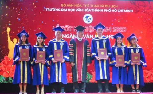 Lễ bế giảng và trao bằng tốt nghiệp cử nhân văn hóa đợt 1, năm 2020 cho 444 sinh viên khóa 2016-2020.