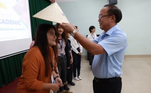 Trường Đại học Văn hóa TP. Hồ Chí Minh tổ chức chương trình giao lưu văn hóa, trao đổi học thuật giữa sinh viên nhà trường với sinh viên Trường Đại học Silpakorn, Thái Lan.